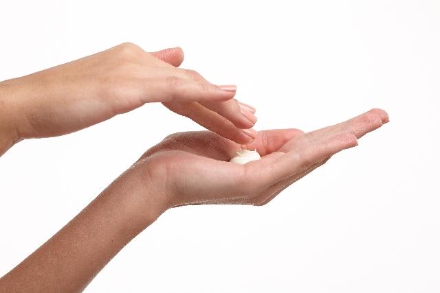 指のささくれの原因は栄養不足?ケアする方法は?